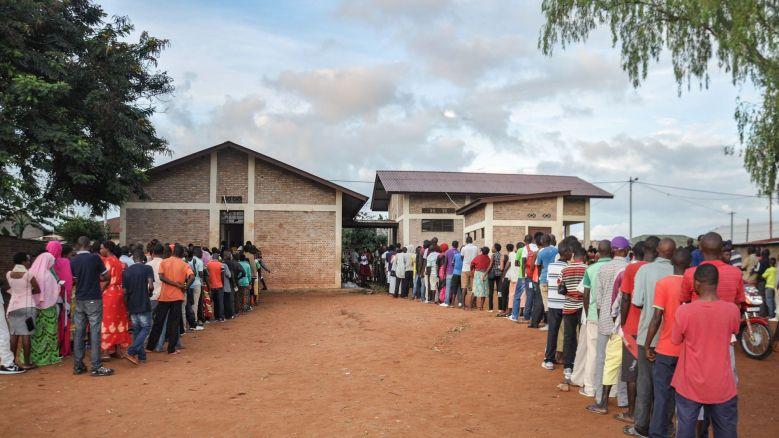 les-burundais-font-la-queue-pour-voter-le-17-mai-2018-a-ngozi-dans-le-nord-du-burundi_6059958.jpg